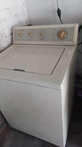 Vendo lavadora americana. No escurre  barata