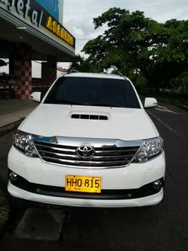 Toyota Fortuner Diesel 3000cc At modelo 2014