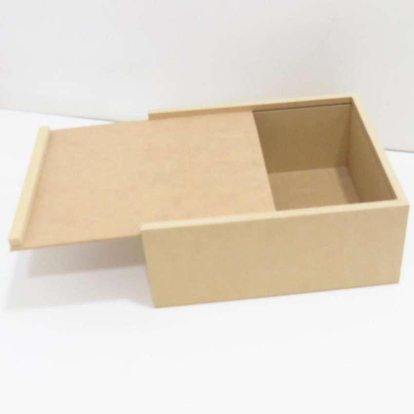 caja de madera con tapa corrediza ideal para empacar tus anchetas kits regalos de amor y amistad 0
