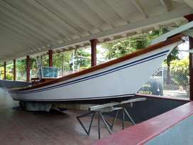 vendo bote para pesca deportiva. acabados en madera barnizada,