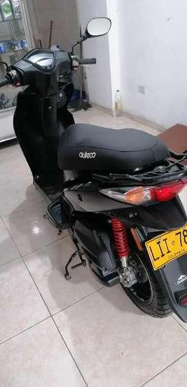 Vendo moto en buenas condiciones. Con sus mantenimientos perfecta valor 3.200.000