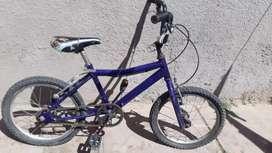 Bicicleta Con ruedas desinfladas y ay que cambiar funda del asiento