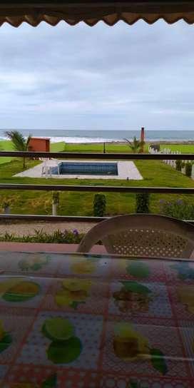 Linda casa en Venta por traslado, con piscina frente al mar en puerto cayo