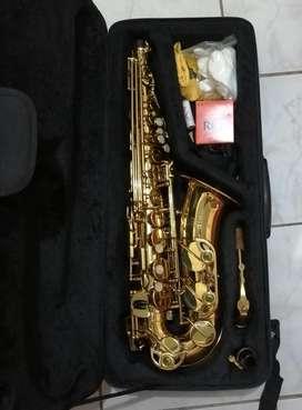 Vendo saxofón alto Jean Paul