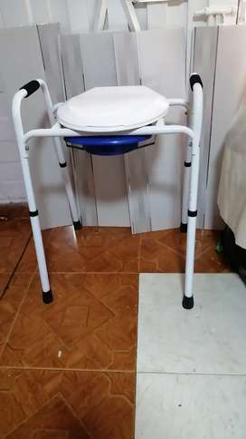Adaptador para baño discapacitados en perfecto estado ligeramente usado.