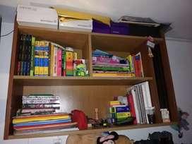 Estante flotante para libros.