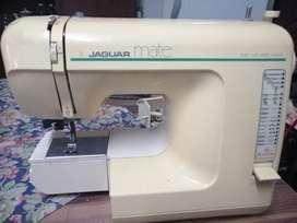 Maquina de coser Jaguar, con libro de instrucción incluida