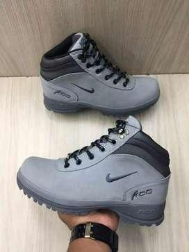 Botas acg gris