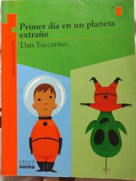 Libro Primer día en un planeta extraño