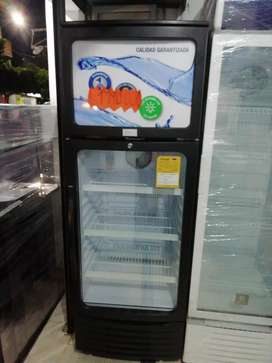 Nevera oster, 296 litros, panorámica con congelador