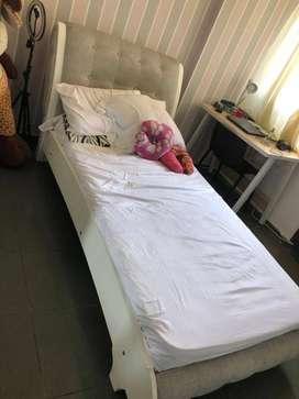 Cama personal con colchón