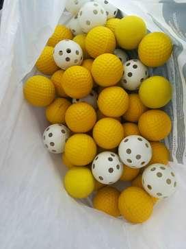 Se vende talaguera con palos de Golf y pelota incluido