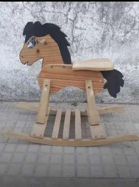 Caballito de madera en excelente estado