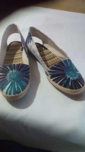 Zapato artesanal de venta con telas de la mejor calidad del folklor  ecuatoriano