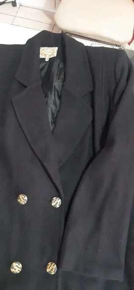 Tapado paño corto negro talle 4