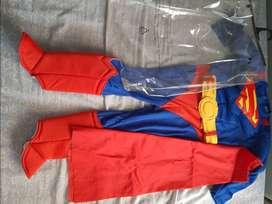 SE VENDE DISFRAZ SUPERMAN talla4