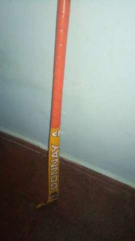 vendo palo de Hockey usado con rodilleras
