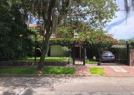 MB Negocios Inmobiliarios VENDE CASA 4 DORMITORIOS. MAZZA 3700. JARDÃN, PILETA, QUINCHO. Cochera . Impecable