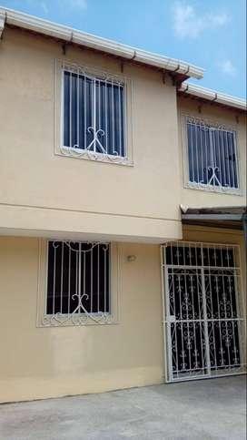 Villa de alquiler o renta en Urbanización cerrada Cataluña via a salitre