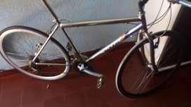 Vendo bicicleta de. Carrera cromada rodado 28