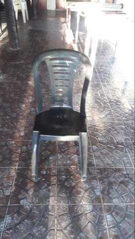 12 sillas de plástico