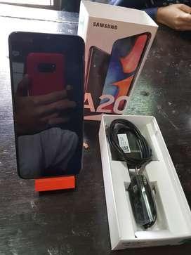 Vendo Samsung A20 Completo con todos sus accesorios originales poco uso