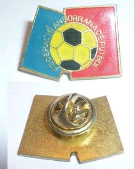 HERMOSO PIN DISTINTIVO FEDERACION ANDORRANA DE FUTBOL 1990 SELECCION DE ANDORRA