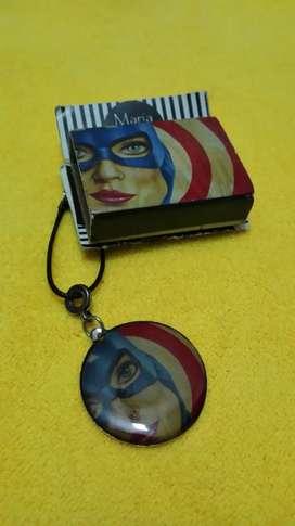 Dije y cuero con motivo del capitán América woman