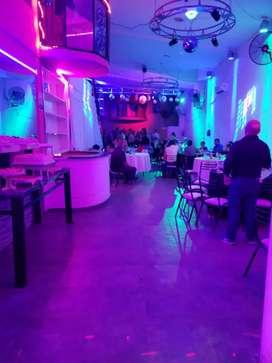 Salón de fiesta completo