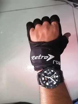 Busco costurero guarnecedor maquina poste doble y ribeteadora para fabricar guantes deportivos para uso en gym