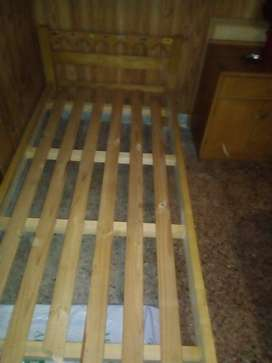 Vendo cama 1 plaza y mesa de  luz