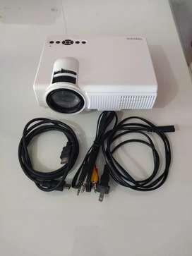 Mini proyector lcd casi nuevo, poco uso