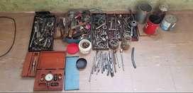 VENDO caja con tubos, machos, llaves, comparómetro.