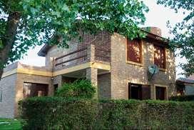 Alquilo hermosa casa por dia en mina clavero. Excelente ubicacion. Con quincho y cochera