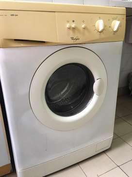 Lavarropas Whirpool 5 L en uso