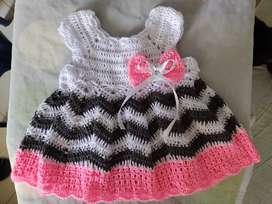 Vestido tejido a crochet pera bebé recién nacida