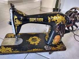 Maquina de coser, marca SUPERIOR