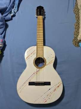 Guitarra acústica de madera fina y resistente