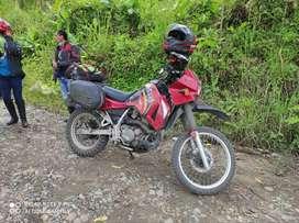 Se vende linda moto kawasaki klr 650, en excelentes condiciones