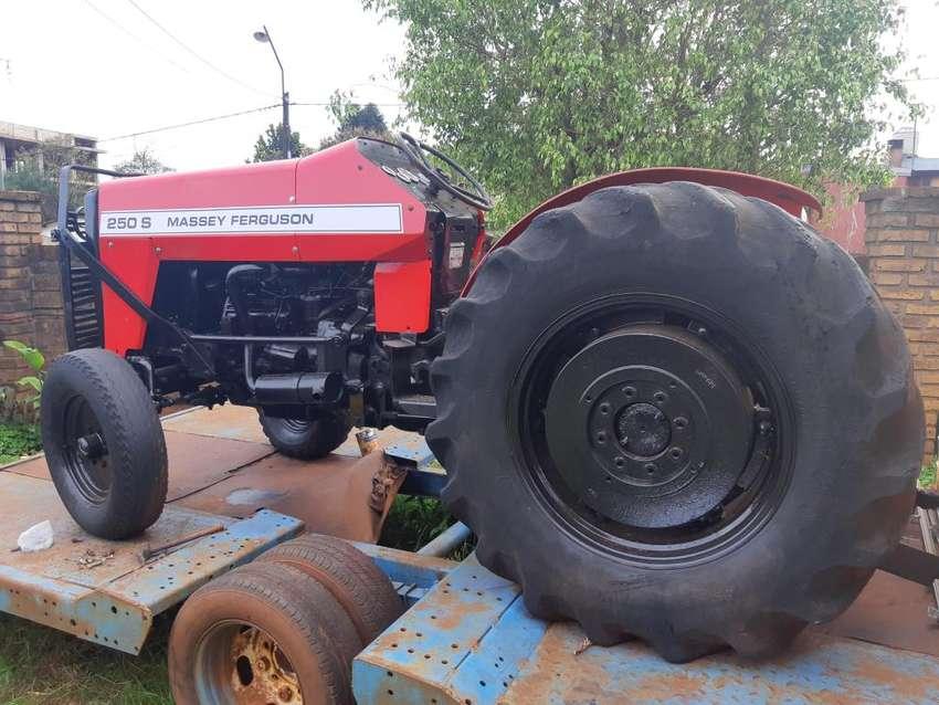 Tractor Viñatero mf250 0