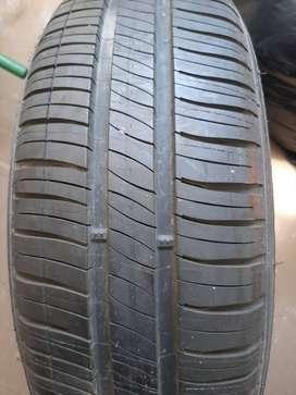 Vendo llanta Michelin Energy XM2 185/65 R 15