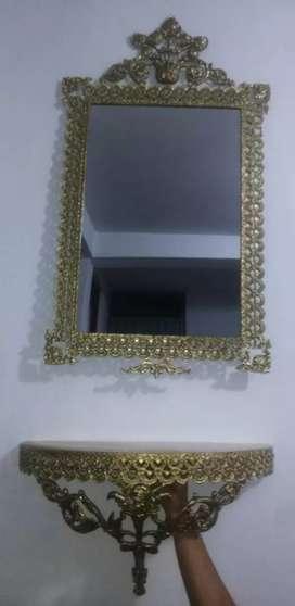 Hermoso Juego de Espejo y Consola de Bronce con mármol en excelente estado.
