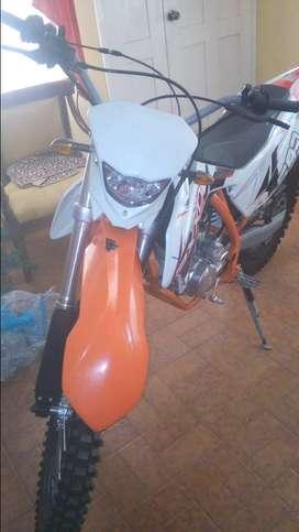 Vendo moto axxo zr 250cc, año 2019, 1000 km recorrido, flamante