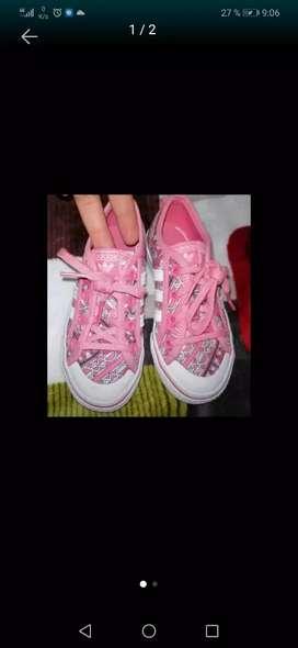 Vendo zapatos Adidas talla 28