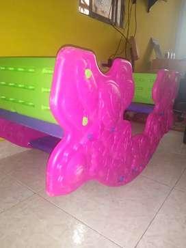Mesa de niños y subi baja
