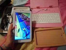 Tablet tiger con forro teclado y accesorios
