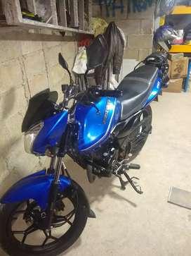 Moto Bajaj Discover 150 ST