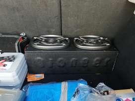 Se vende cajón con dos parlantes 6x9 marca ultra