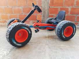 Vendo hermoso carro de pedal