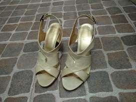 Sandalias de Cuero Color Nude. Poco Uso.